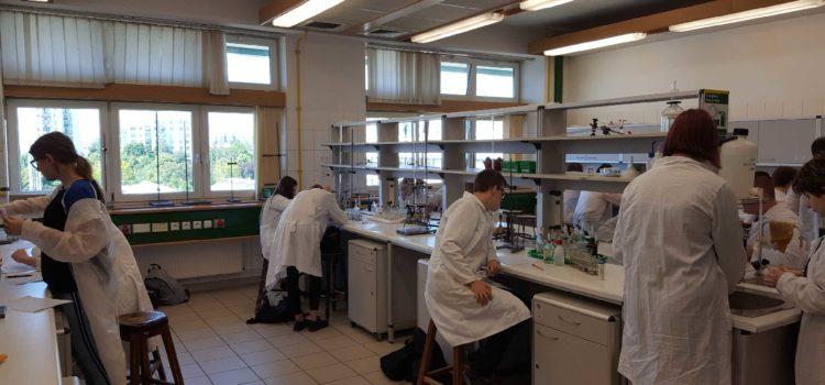 Zajęcia laboratoryjne w Katedrze Chemii WNoŻ